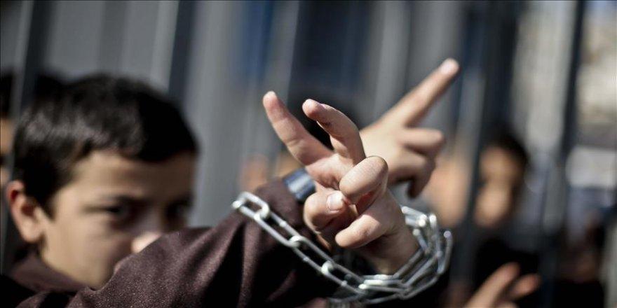 İsrail, 900'den fazla Filistinli çocuğu gözaltına aldı