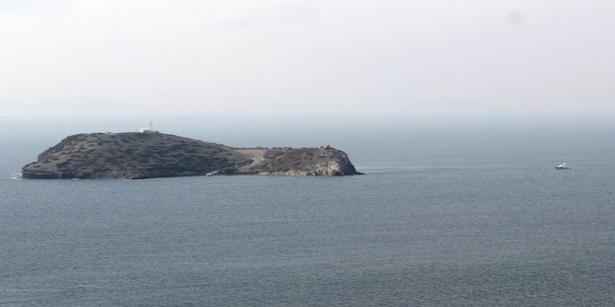 Yunan askeri Kardak kayalıklarına yaklaşamıyor