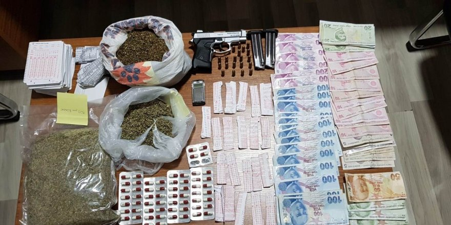 Uyuşturucu satıcısı suç üstü yakalandı