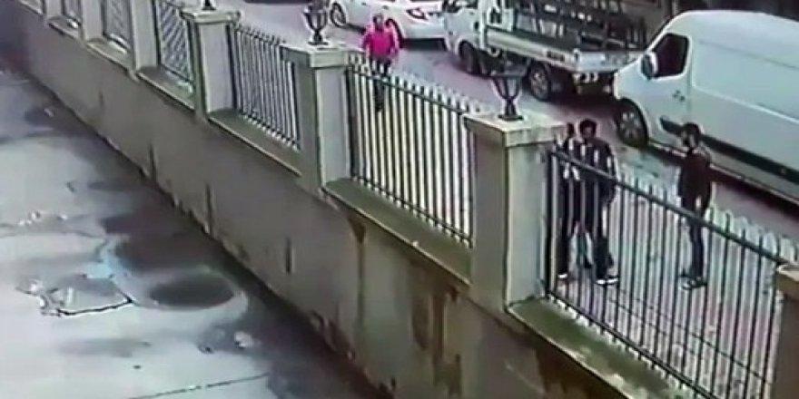 Sokak ortasında gasp dehşeti