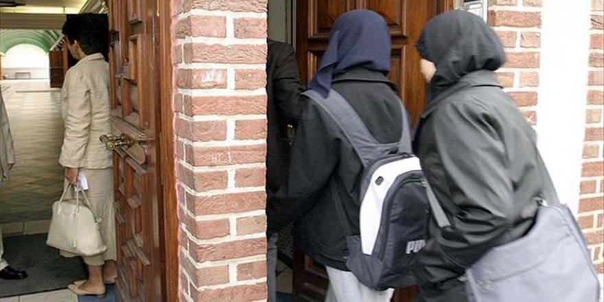 Okullarda başörtüsü yasağı