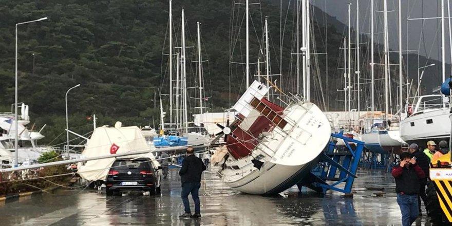 Milyon dolarlık tekneler kıyıya uçtu