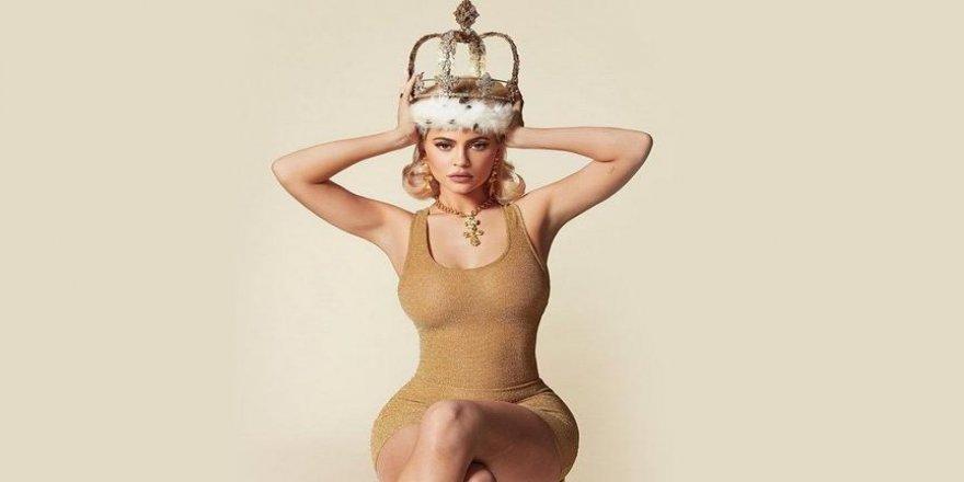 Kylie Jenner tacı taktı