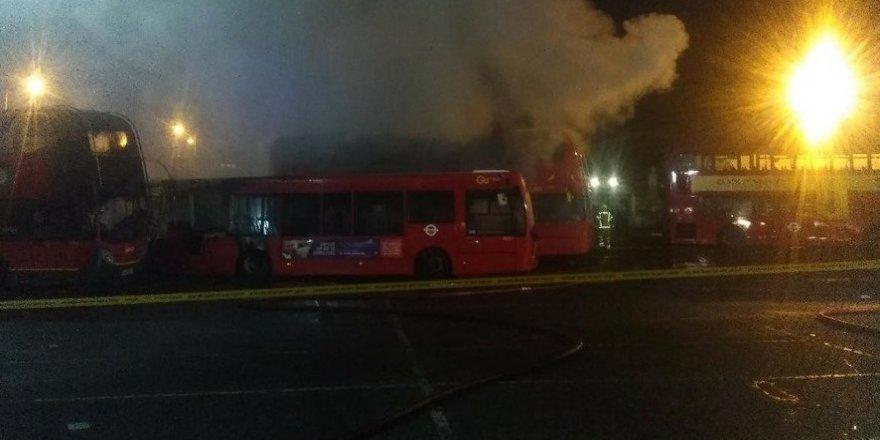 Otobüs garajında yangın