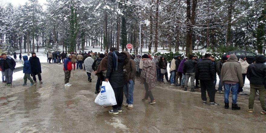 Göçmenlerin zorlu bekleyişi sürüyor