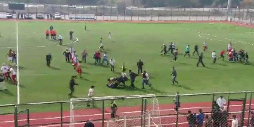 Amatör maçta kavga çıktı, 11 futbolcu kırmızı kart gördü