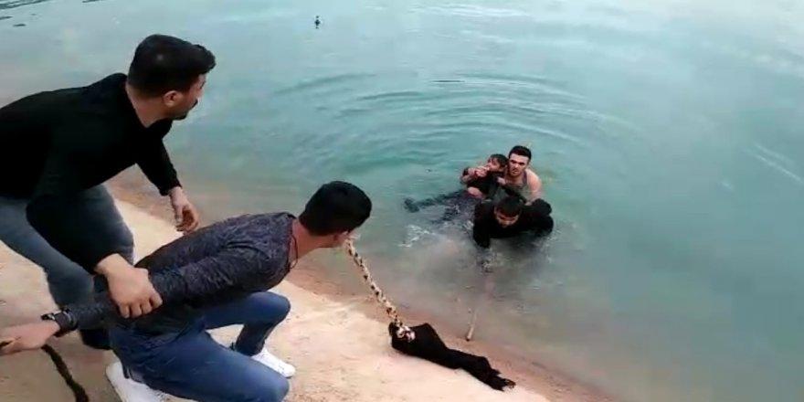 Sulama kanalına düşen 2 çocuğu vatandaşlar son anda kurtardı