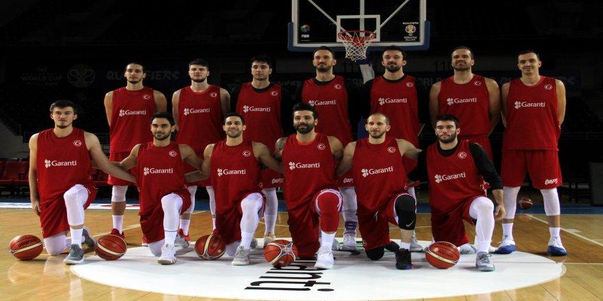 A Milli Erkek Basketbol takımı basınla buluştu
