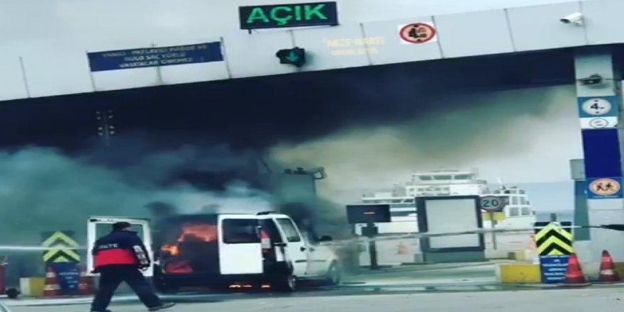 Feribot gişesinde araç yandı!