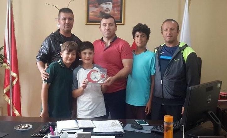 Şampiyon tenisçiler Yavaşer'i ziyaret etti