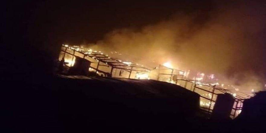 Mülteci kampında yangın: 2 ölü