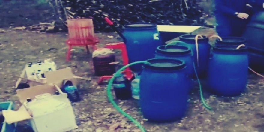 Mahalle muhtarının evinde 900 litre şarap ele geçirildi