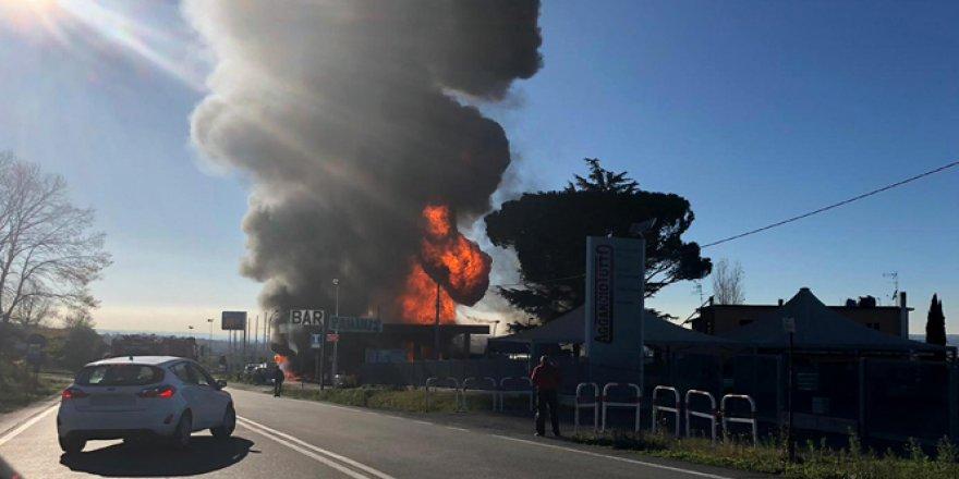 Akaryakıt istasyonunda yangın: 2 ölü