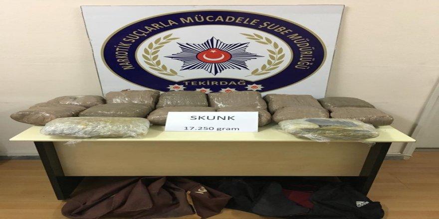 Şüpheli bavullardan 17 kilogram skunk çıktı