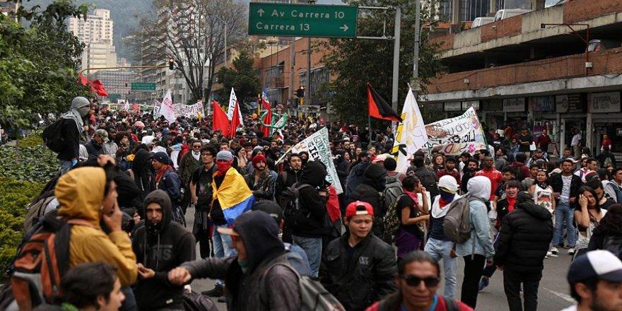Binlerce öğrenci sokağa çıktı