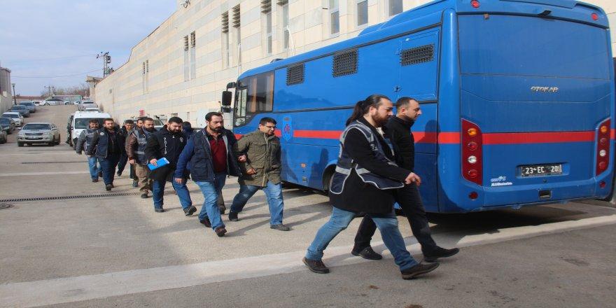 FETÖ'den gözaltına alınan 6 asker adliyeye sevk edildi