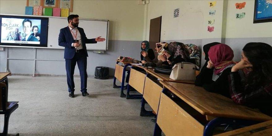 'Gönüllü Eğitimciler'den öğretmenlere eğitim