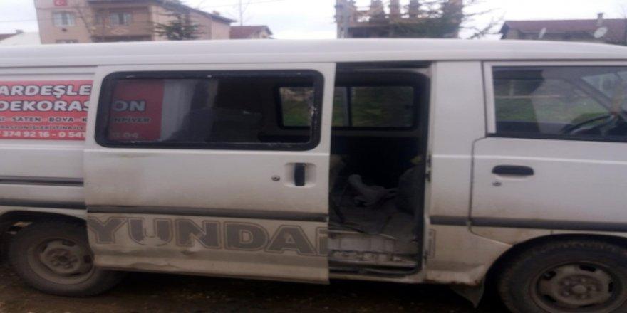Camını kırdıkları araçtaki 15 bin TL'lik inşaat malzemesini çaldılar