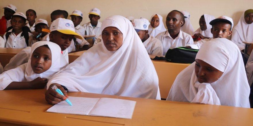 Somalili 9 çocuk annesinin eğitim aşkı