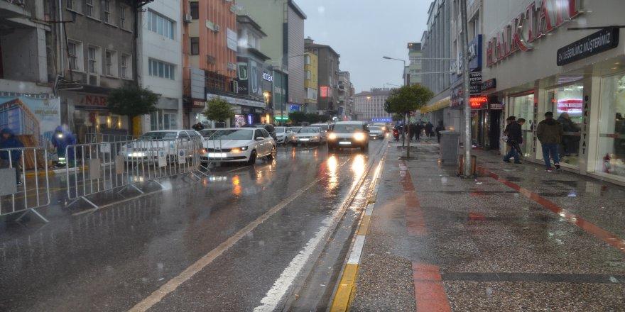 Beklenen sağanak yağışlar başladı