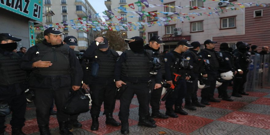 HDP'ye polis baskını: 20'den fazla gözaltı