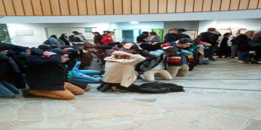 Fransa'da liselilerin eylemleri sürüyor, 40 lise kapatıldı
