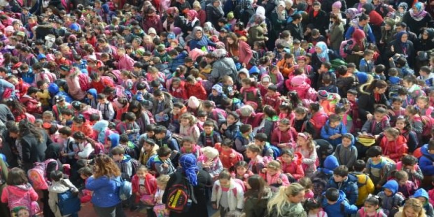 Türkiye'nin en kalabalık ilkokulu: 66 ilçeden fazla
