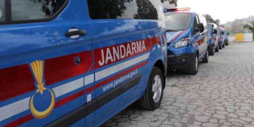 Jandarma aranan 65 kişiyi yakaladı