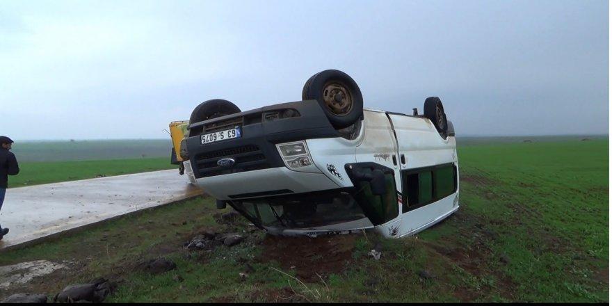 Öğretmenleri taşıyan minibüs takla attı: 13 yaralı