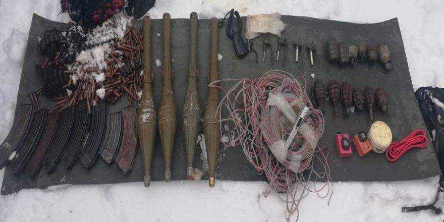 Hakkari kırsalında silah ve mühimmat ele geçirildi