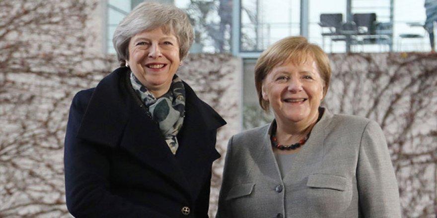 Theresa May, Merkel'le görüştü