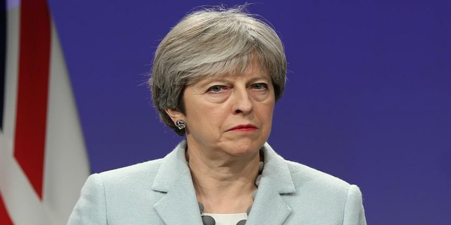 Theresa May, güvenoyu aldı