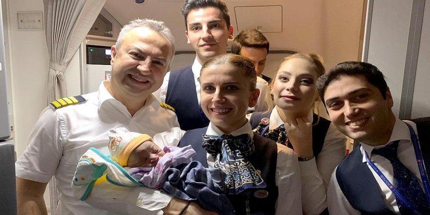 'Benel' bebek THY uçağında doğdu