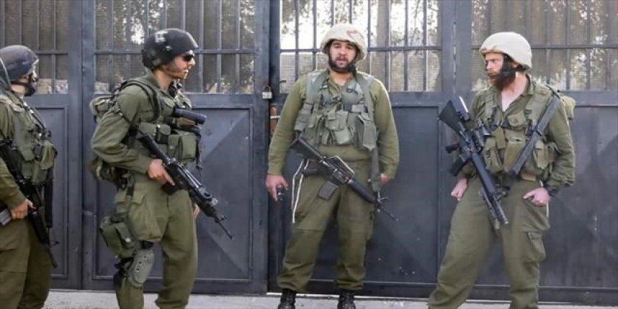İsrail askerleri 40 Filistinliyi gözaltına aldı
