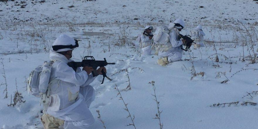 Jandarma teröristlere göz açtırmıyor