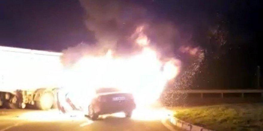 Tır ile çarpışan otomobil yandı
