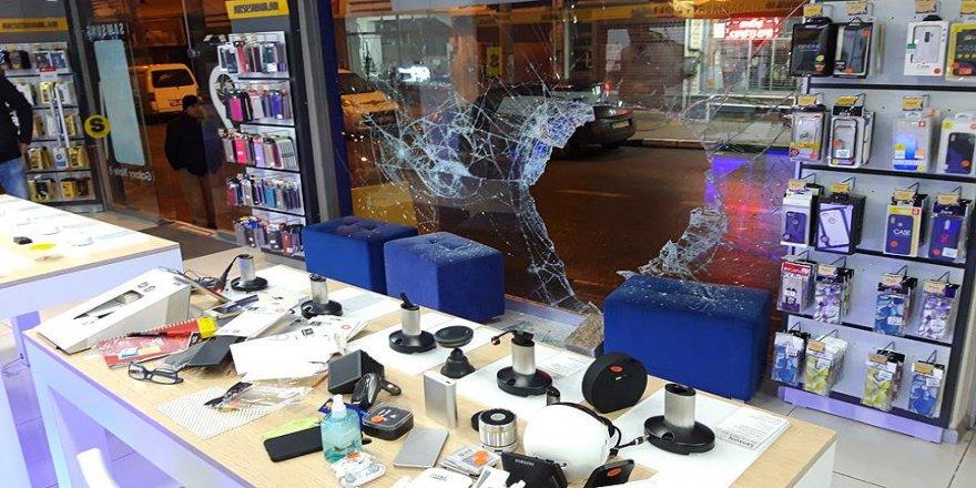 Hırsızlar 100 bin liralık elektronik eşya çaldı