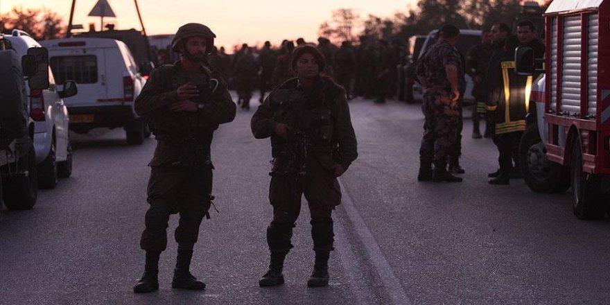 İsrail ordusu 2'si milletvekili 3 kişiyi gözaltına aldı