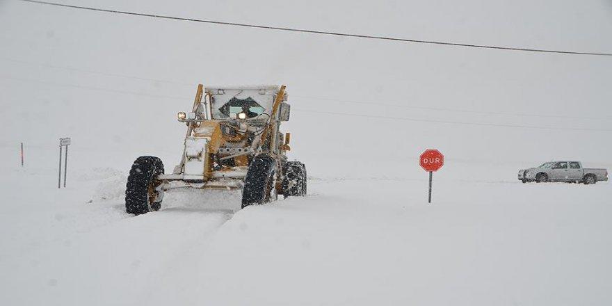 166 köy ve mahalle yoluna kar engeli