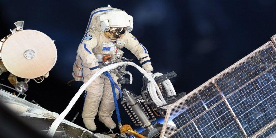 Rus astranotlar arızalanan uzay aracından numune aldı