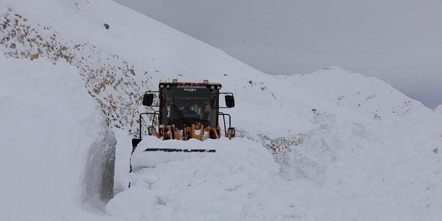 3 bin rakımda karla mücadele