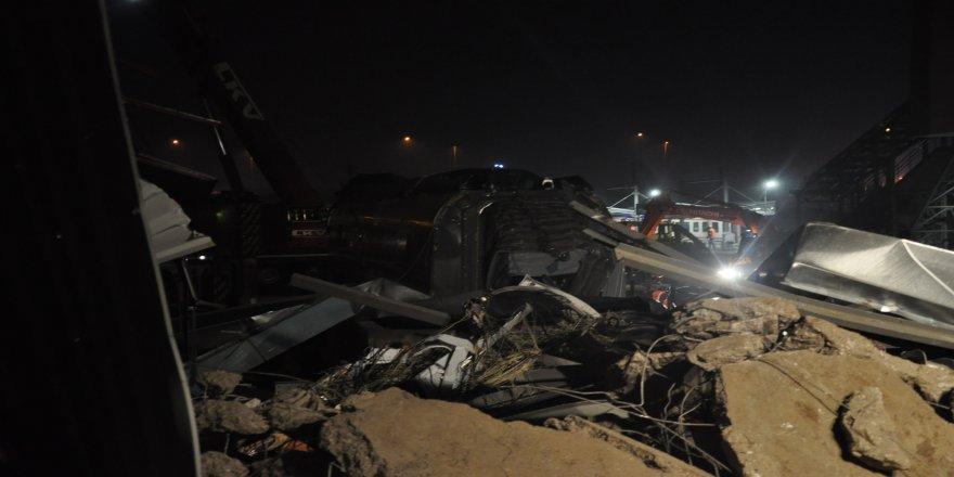 Tren kazasındaki vagonların enkazı kaldırıldı