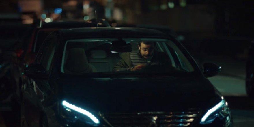 Arabada cinsel ilişki sahnesi olay oldu