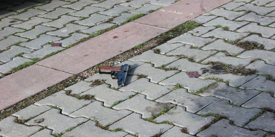 Silahlı kavga: 2 ölü, 1 yaralı