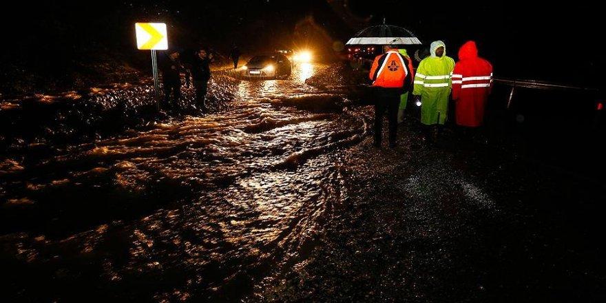 Kuvvetli yağış sel ve su baskınlarına neden oldu