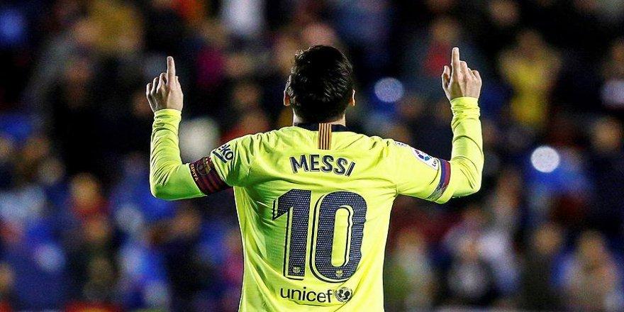 Messi gol krallığı yarışında ilk sıraya yükseldi