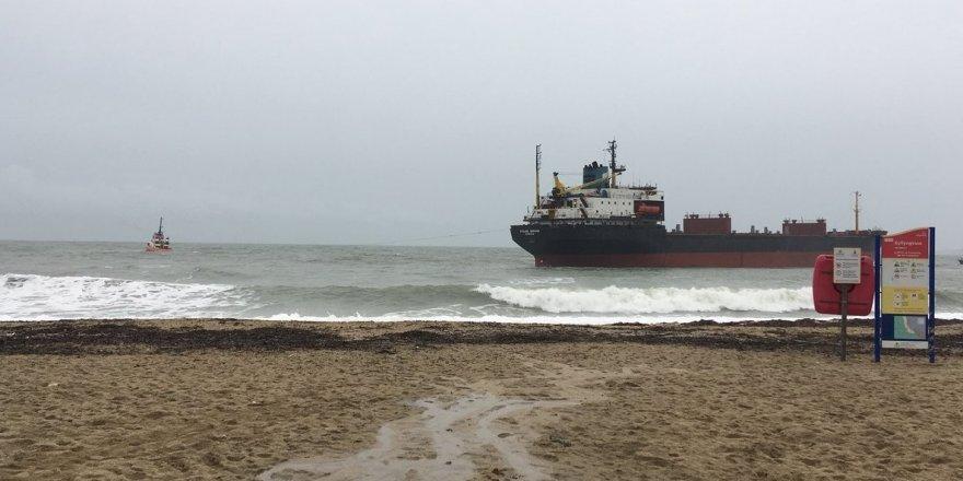 Kargo gemisi karaya oturdu