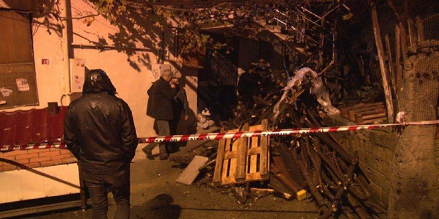 İstinat duvarı evin üzerine yıkıldı