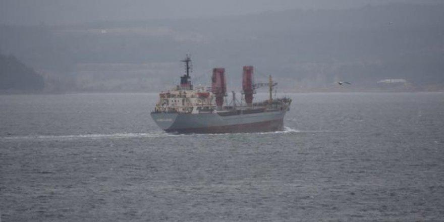 Rus askeri kargo gemisi Boğaz'dan geçti
