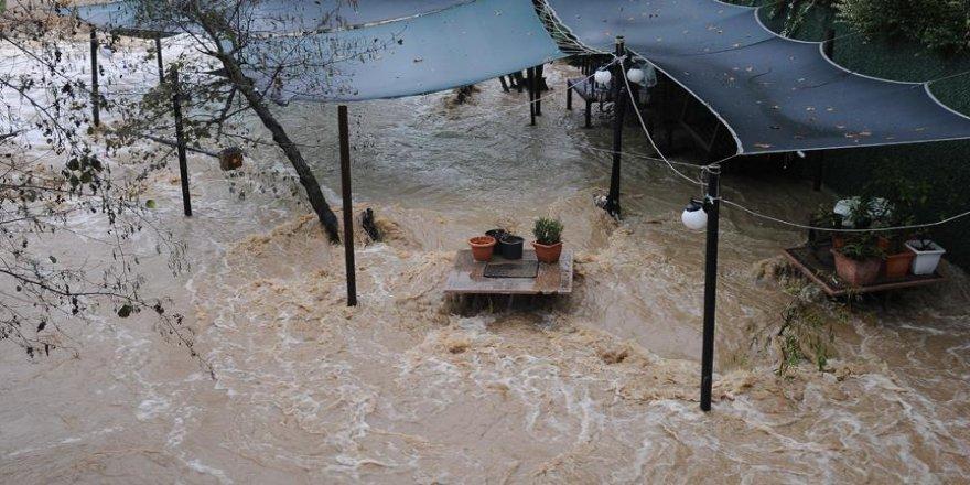 Kuvvetli yağış seralarda zarara yol açtı
